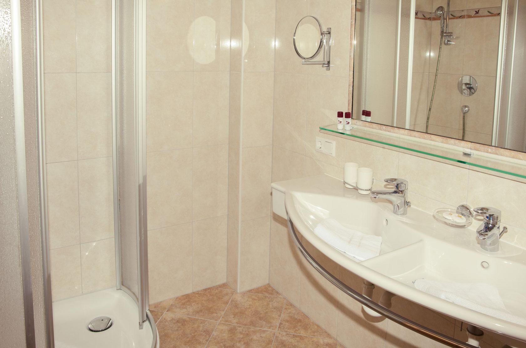 Hotelbad im Doppelzimmer Ahorn