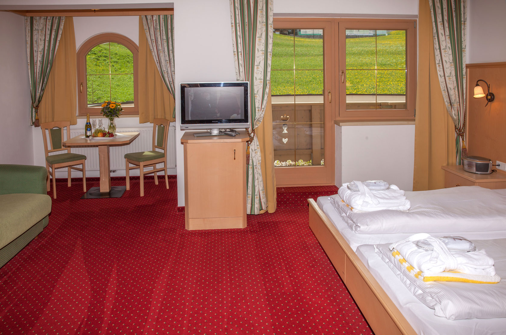 Spacious room in the category maple