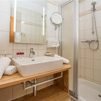 Innenansicht eines Badezimmers im Hotel